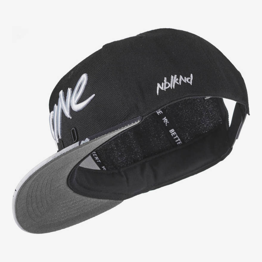 Nebelkind Insane Snapback in black