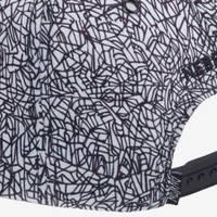 Nebelkind Lines Snapback in black-white