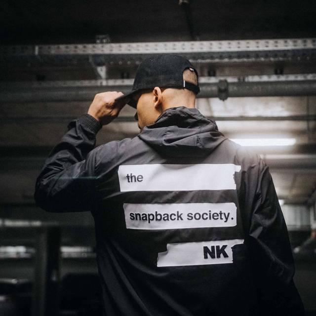 "Nebelkind Light Jacket ""Snapback Society"" Schwarz in schwarz"